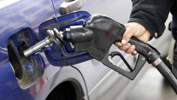 Khi đổ xăng cần chọn cho mình loại xăng phù hợp với tỉ số nén của động cơ xe ô tô, không phải cứ xăng càng cao cấp càng tốt
