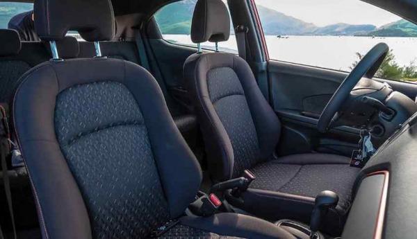 Khoang lái xe Honda Brio