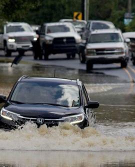 [Bật Mí] Kinh nghiệm xử lý khi xe ô tô đi vào vùng ngập nước